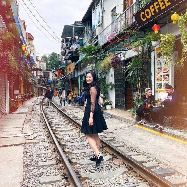 Phố đường tàu Hà Nội bất ngờ hoạt động trở lại trong những ngày đầu xuân năm mới - Ảnh 3.