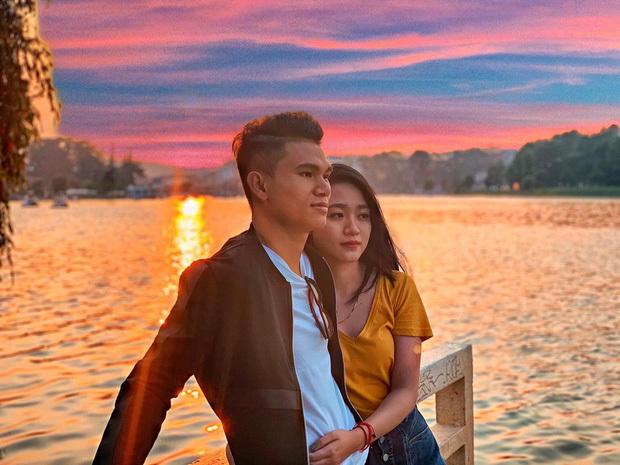 Xuân Mạnh cùng bạn gái tình cảm tại tiệc cưới Văn Đức - Nhật Linh, lấp lửng chuyện kết hôn - Ảnh 5.