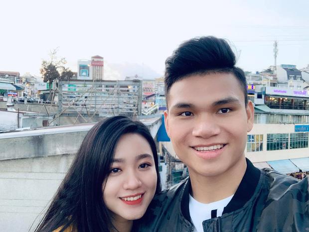Xuân Mạnh cùng bạn gái tình cảm tại tiệc cưới Văn Đức - Nhật Linh, lấp lửng chuyện kết hôn - Ảnh 6.