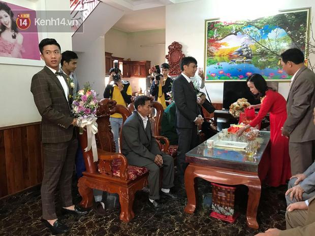 Nhà bố vợ cầu thủ Phan Văn Đức to nhất xóm, rạp cưới đằng gái kéo dài hết cả con đường - Ảnh 3.