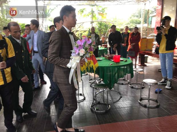 Nhà bố vợ cầu thủ Phan Văn Đức to nhất xóm, rạp cưới đằng gái kéo dài hết cả con đường - Ảnh 5.