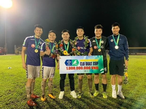 Con trai của bầu Hiển lên làm chủ tịch Hà Nội FC: Trẻ tuổi, tài năng và cũng rất điển trai - Ảnh 2.