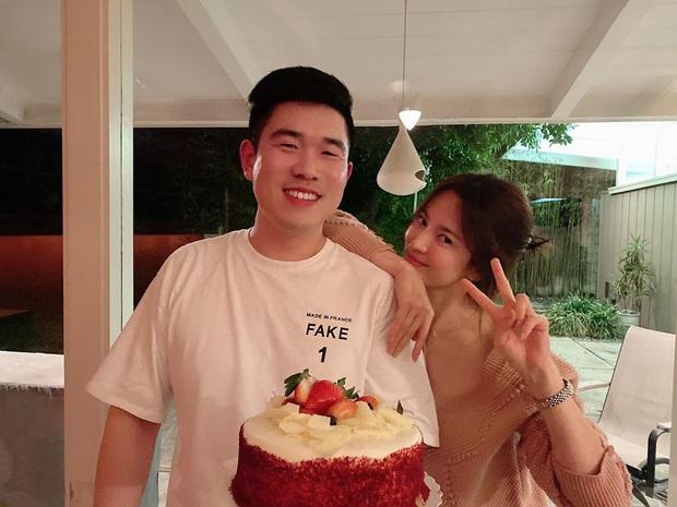 Tết đầu tiên của cặp Song Song hậu ly hôn: Song Hye Kyo thân thiết với trai lạ ở Mỹ, Song Joong Ki sang tận Colombia - Ảnh 2.