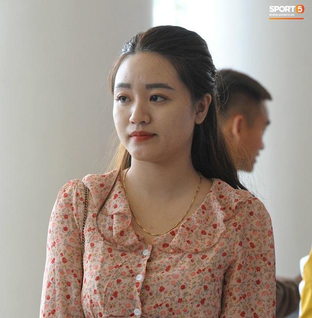 Xuân Mạnh cùng bạn gái tình cảm tại tiệc cưới Văn Đức - Nhật Linh, lấp lửng chuyện kết hôn - Ảnh 4.