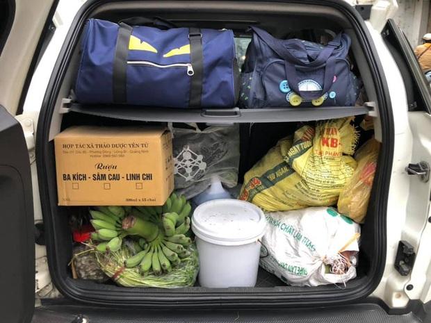 Hết Tết cô gái xách chiếc vali hơn 40kg mang cả quê hương lên phố: 100 trứng gà, 10kg khế ngọt, 2 cái bánh chưng, gà cá đủ cả - Ảnh 5.