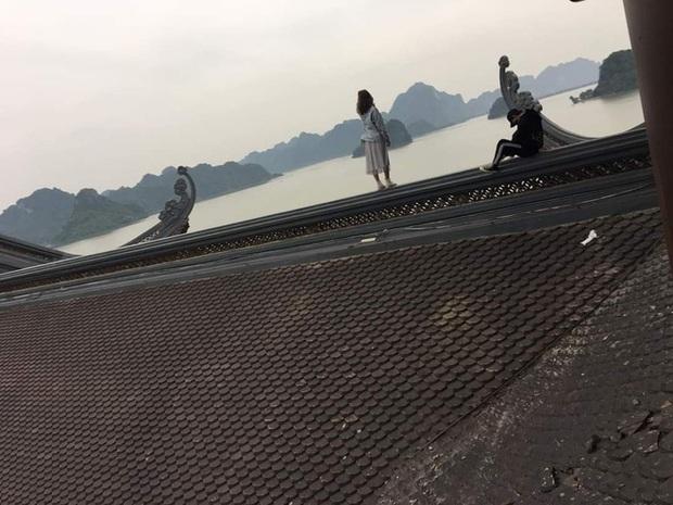Clip cặp đôi thản nhiên trèo lên hẳn... mái chùa Tam Chúc để chụp ảnh khiến nhiều người ngán ngẩm - Ảnh 2.