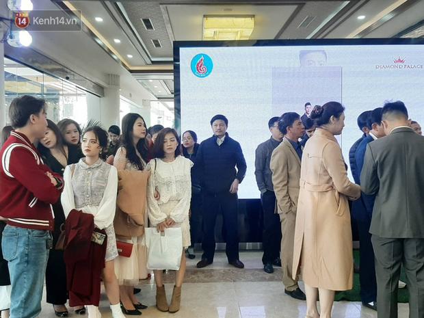 Khoảnh khắc lướt qua của cô chủ tiệm nail bạn gái tin đồn cầu thủ Quang Hải trong đám cưới Văn Đức - Nhật Linh - Ảnh 4.