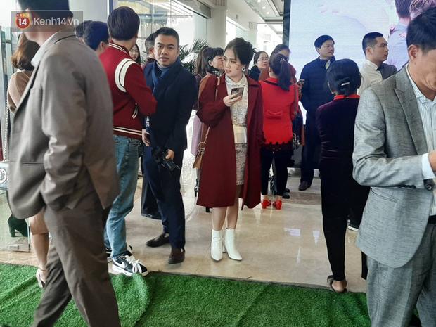 Khoảnh khắc lướt qua của cô chủ tiệm nail bạn gái tin đồn cầu thủ Quang Hải trong đám cưới Văn Đức - Nhật Linh - Ảnh 5.