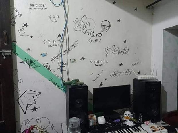 Viết dòng chữ Tiffany to đùng ở trên tường, Sơn Tùng M-TP thần tượng SNSD từ... 10 năm trước? - Ảnh 1.