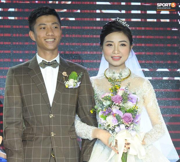 Văn Đức tiết lộ lý do vợ thay 3 chiếc váy cưới trong ngày trọng đại - Ảnh 2.