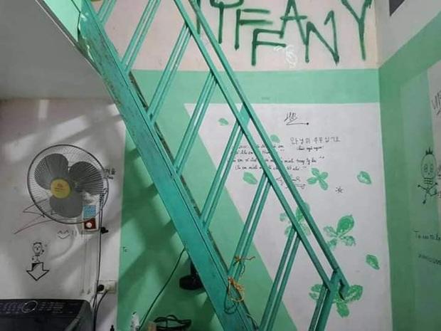 Viết dòng chữ Tiffany to đùng ở trên tường, Sơn Tùng M-TP thần tượng SNSD từ... 10 năm trước? - Ảnh 2.