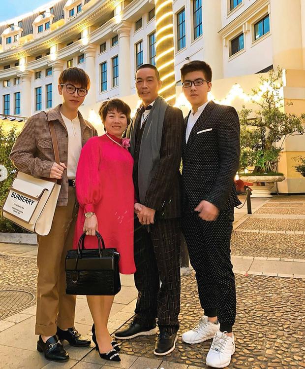 Ngưỡng mộ cách Sao Việt báo hiếu bố mẹ: Quốc Trường, Thủy Tiên tặng nhà tiền tỷ, Lý Nhã Kỳ đưa mẹ vi vu khắp thế giới - Ảnh 13.