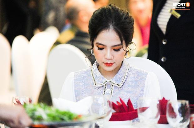 Văn Đức trao nhẫn cưới cho Nhật Linh, khép lại đám cưới nhanh như chớp - Ảnh 11.