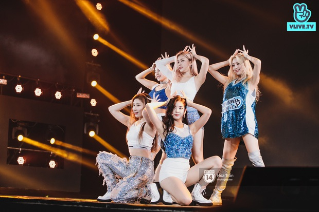 Xuýt xoa 1500 khoảnh khắc xuất thần của idol Hàn khi biểu diễn tại Việt Nam, nhưng nhìn sang các nghệ sĩ Vpop cũng chẳng hề kém cạnh chút nào! - Ảnh 45.