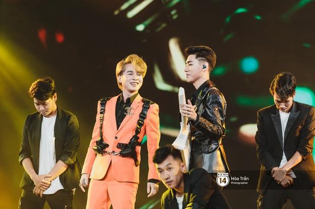 Xuýt xoa 1500 khoảnh khắc xuất thần của idol Hàn khi biểu diễn tại Việt Nam, nhưng nhìn sang các nghệ sĩ Vpop cũng chẳng hề kém cạnh chút nào! - Ảnh 34.