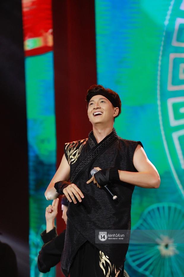 Xuýt xoa 1500 khoảnh khắc xuất thần của idol Hàn khi biểu diễn tại Việt Nam, nhưng nhìn sang các nghệ sĩ Vpop cũng chẳng hề kém cạnh chút nào! - Ảnh 38.