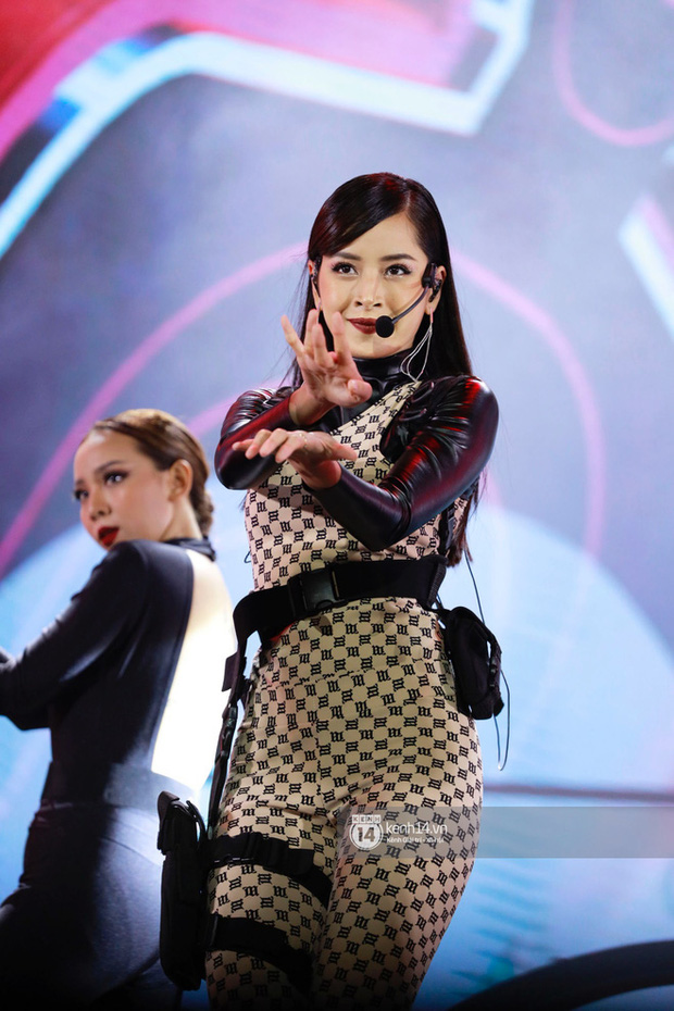 Xuýt xoa 1500 khoảnh khắc xuất thần của idol Hàn khi biểu diễn tại Việt Nam, nhưng nhìn sang các nghệ sĩ Vpop cũng chẳng hề kém cạnh chút nào! - Ảnh 36.