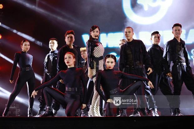 Xuýt xoa 1500 khoảnh khắc xuất thần của idol Hàn khi biểu diễn tại Việt Nam, nhưng nhìn sang các nghệ sĩ Vpop cũng chẳng hề kém cạnh chút nào! - Ảnh 37.