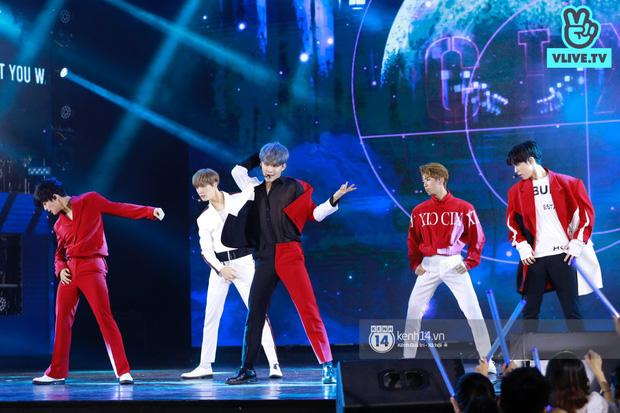 Xuýt xoa 1500 khoảnh khắc xuất thần của idol Hàn khi biểu diễn tại Việt Nam, nhưng nhìn sang các nghệ sĩ Vpop cũng chẳng hề kém cạnh chút nào! - Ảnh 35.