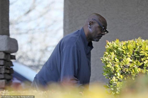 Hé lộ bức ảnh đầu tiên của thân phụ Kobe Bryant sau khi mất đi người con trai yêu quý - Ảnh 1.