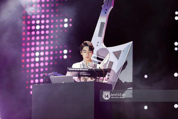 Xuýt xoa 1500 khoảnh khắc xuất thần của idol Hàn khi biểu diễn tại Việt Nam, nhưng nhìn sang các nghệ sĩ Vpop cũng chẳng hề kém cạnh chút nào! - Ảnh 59.