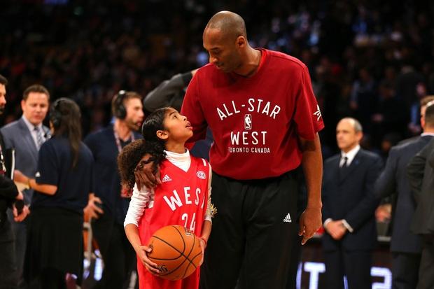 Hé lộ bức ảnh đầu tiên của thân phụ Kobe Bryant sau khi mất đi người con trai yêu quý - Ảnh 3.