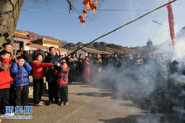 Mùng 6 Tết của người Trung Quốc: Là ngày của Ngựa và được chọn để cúng tiễn Thần Nghèo, một vị thần mà ai ai cũng sợ - Ảnh 1.