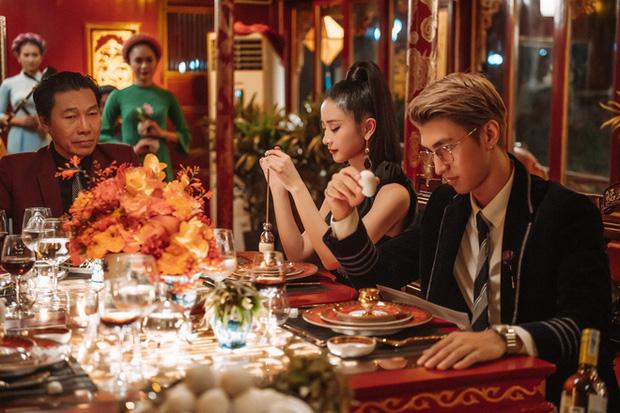 Gái Già Lắm Chiêu 3 VS. Crazy Rich Asians: Giống nhau concept xa hoa, mẹ chồng cùng xuất thân nhưng lại ghét con dâu; riêng đoạn kết gửi thông điệp khác phim gốc? - Ảnh 6.