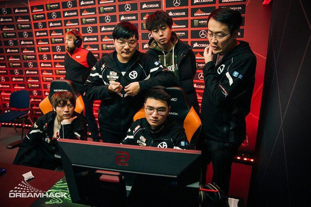 Đắng lòng game thủ chuyên nghiệp Trung Quốc: Đã thua giải còn chả được về quê ăn Tết vì Virus Corona - Ảnh 2.