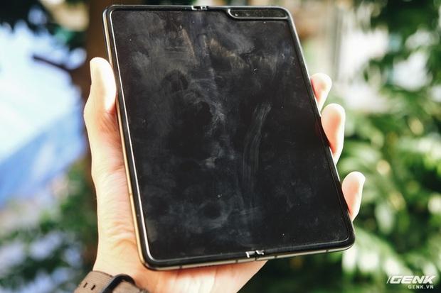 Dùng Galaxy Fold không dán màn hình: Chiếc máy của tôi bây giờ ra sao? - Ảnh 3.