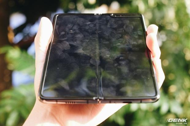 Dùng Galaxy Fold không dán màn hình: Chiếc máy của tôi bây giờ ra sao? - Ảnh 4.