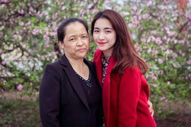 Ngưỡng mộ cách Sao Việt báo hiếu bố mẹ: Quốc Trường, Thủy Tiên tặng nhà tiền tỷ, Lý Nhã Kỳ đưa mẹ vi vu khắp thế giới - Ảnh 10.