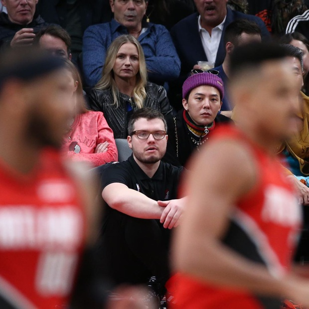 Gây bão ở Mỹ khi đi xem NBA, G-Dragon lại bị soi gương mặt khác đến mức khiến Knet thắc mắc: Chuyện gì xảy ra vậy? - Ảnh 2.