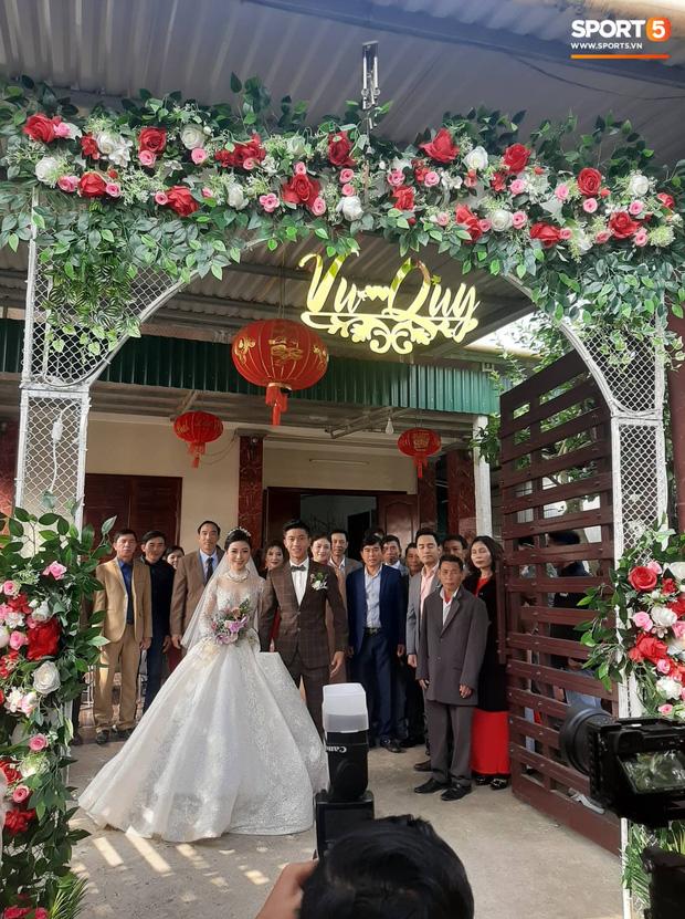 Váy cưới của cô dâu Nhật Linh: 3 bộ sương sương 1 tỷ VNĐ, riêng bộ váy chính bồng xòe đúng chuẩn váy công chúa - Ảnh 3.