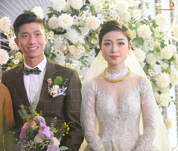 Văn Đức trao nhẫn cưới cho Nhật Linh, khép lại đám cưới nhanh như chớp - Ảnh 15.