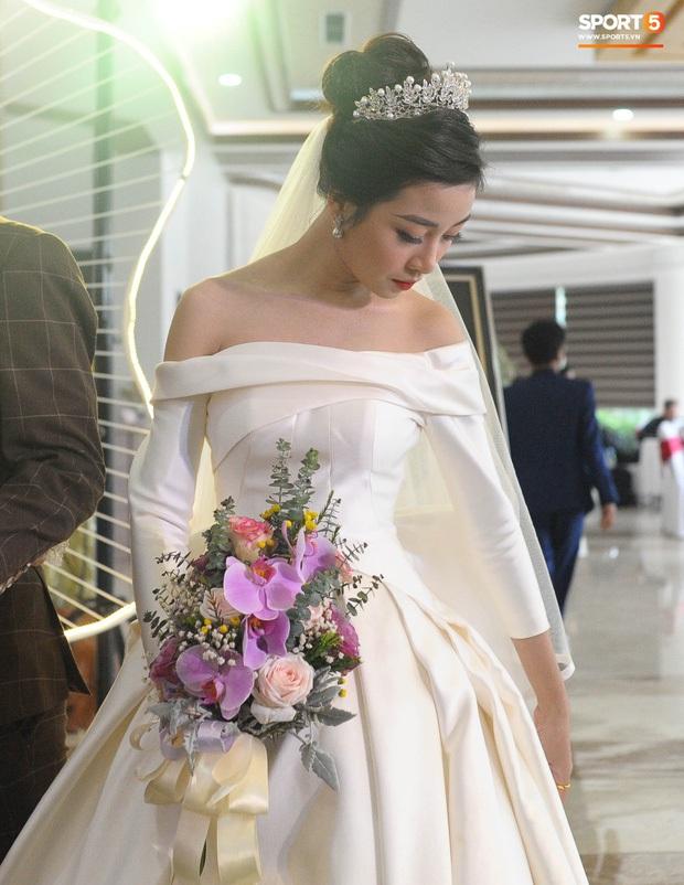 Váy cưới của cô dâu Nhật Linh: 3 bộ sương sương 1 tỷ VNĐ, riêng bộ váy chính bồng xòe đúng chuẩn váy công chúa - Ảnh 12.