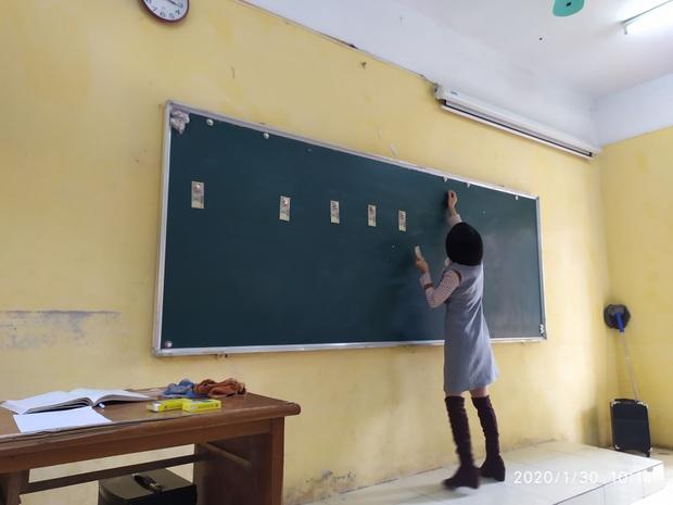 Cập nhật tình hình các lớp học ngày đầu năm mới: Học cách cầm bút, tám chuyện cùng hội bạn thân và muôn kiểu lì xì cực bá đạo của thầy cô - Ảnh 2.