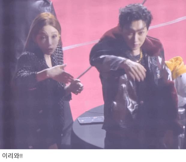 Ha Sung Woon ngồi một mình giữa bàn toàn mây, may mà có Taeyeon và Eunhyuk giải cứu thành công với hành động ấm áp gây bão netizen - Ảnh 4.