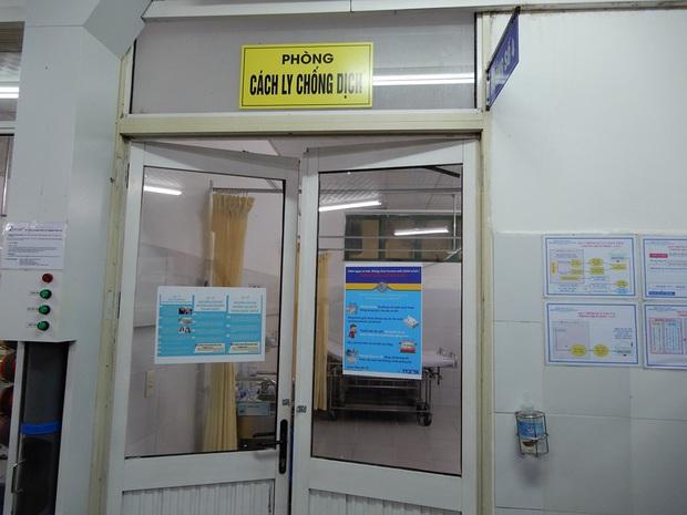 Thứ trưởng Bộ Y tế kiểm tra khu cách ly virus Corona tại BV Đà Nẵng ngay trong đêm - Ảnh 4.