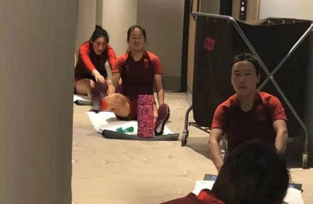 Tuyển nữ Trung Quốc được tán dương và cảm ơn khi chấp nhận cách ly trong khách sạn tại Australia đề phòng virus Corona - Ảnh 1.