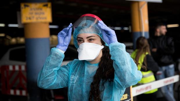 Cuộc chiến thần tốc: Các nhà khoa học Hong Kong (Trung Quốc) nghiên cứu chế tạo khẩu trang lọc khuẩn có thể tái sử dụng đến 70 lần, dự tính công bố sau 3 ngày - Ảnh 1.