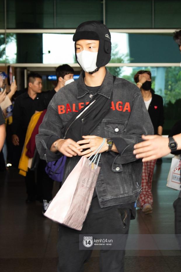 WINNER đến Việt Nam giữa đại dịch cúm Corona: Bịt kỹ bí thở, đặt chân xuống sân bay Sài Gòn vẫn kín mít vì fan quá đông - Ảnh 6.