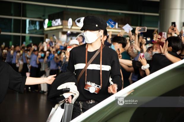 WINNER đến Việt Nam giữa đại dịch cúm Corona: Bịt kỹ bí thở, đặt chân xuống sân bay Sài Gòn vẫn kín mít vì fan quá đông - Ảnh 4.