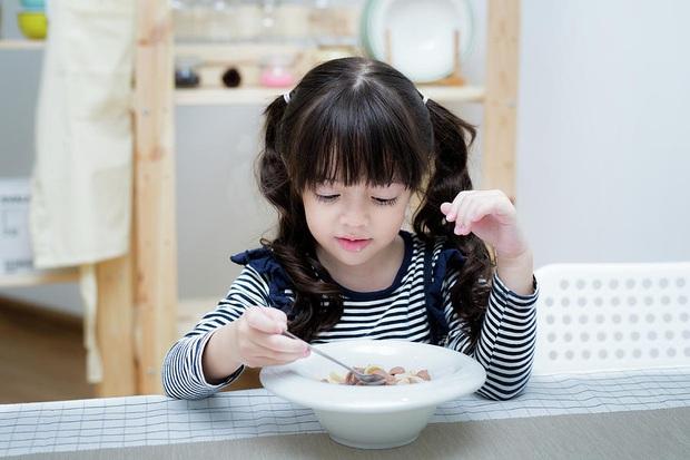 Cách phòng ngừa và bảo vệ trẻ nhỏ trước nguy cơ lây nhiễm nhiễm virus corona - Ảnh 6.