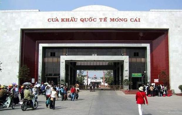 Gấp rút xây bệnh viện dã chiến đối phó virus corona ở cửa khẩu Móng Cái - Ảnh 1.
