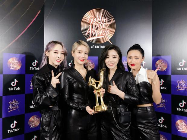 GDA 2020 ngày 1: BTS và bố Bang thắng đậm; AKMU, Jennie, Taeyeon không đi vẫn có giải; MAMAMOO cho TWICE hít khói - Ảnh 2.