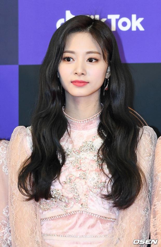 Siêu thảm đỏ Grammy Hàn: Momo lấn át mỹ nhân đẹp nhất thế giới, ác nữ nổi bần bật bên ITZY, MAMAMOO và quân đoàn idol - Ảnh 4.