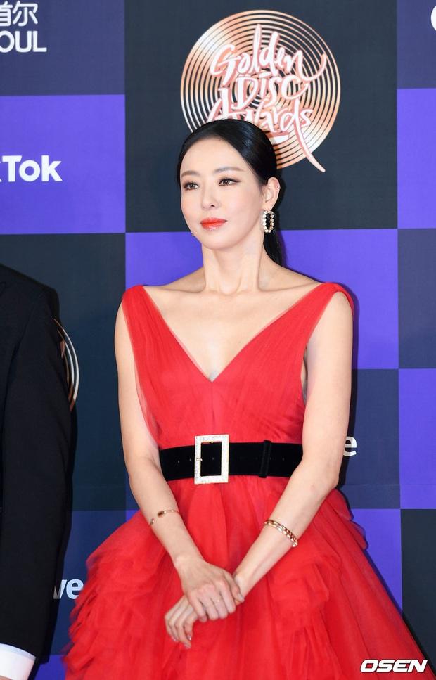 Siêu thảm đỏ Grammy Hàn: Momo lấn át mỹ nhân đẹp nhất thế giới, ác nữ nổi bần bật bên ITZY, MAMAMOO và quân đoàn idol - Ảnh 11.