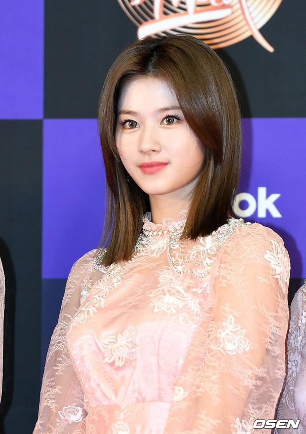 Siêu thảm đỏ Grammy Hàn: Momo lấn át mỹ nhân đẹp nhất thế giới, ác nữ nổi bần bật bên ITZY, MAMAMOO và quân đoàn idol - Ảnh 7.
