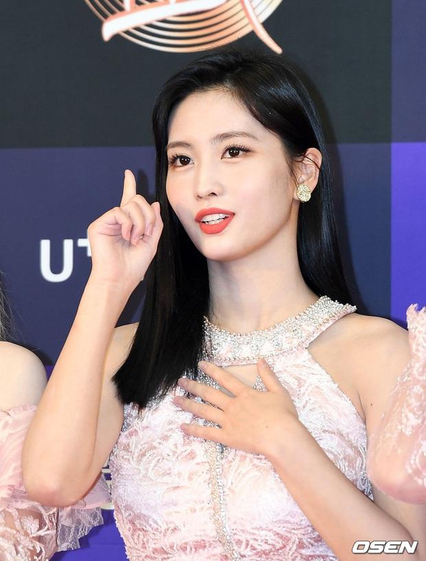 Siêu thảm đỏ Grammy Hàn: Momo lấn át mỹ nhân đẹp nhất thế giới, ác nữ nổi bần bật bên ITZY, MAMAMOO và quân đoàn idol - Ảnh 3.